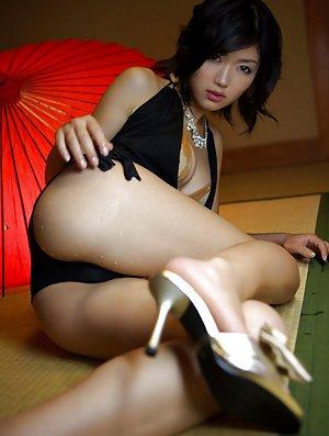 Asian Girls on High Hells Pics