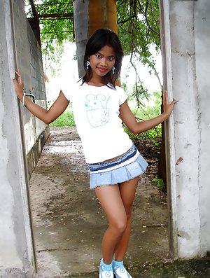 Asian Girls in Skirt Pics