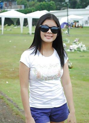 Asian Girls in Shorts Pics