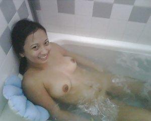 Asian Girls in Bath Pics