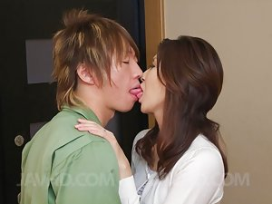 Asian Girls Kissing Pics