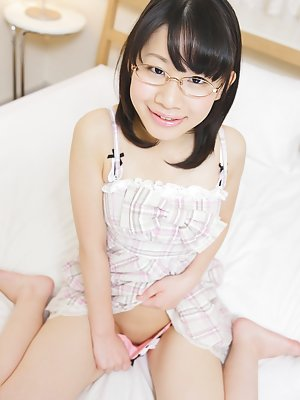 Asian Girls in Glasses Pics