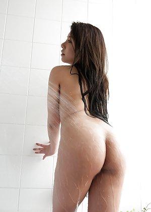 Asian Girls in Shower Pics
