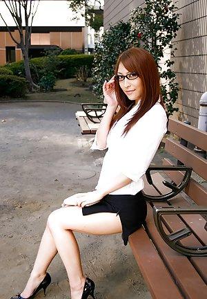 Asian Girls Outdoor Pics