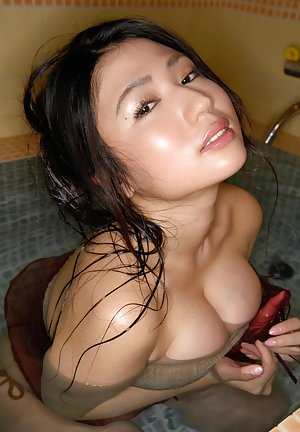 Asian Girls in Bath Pics