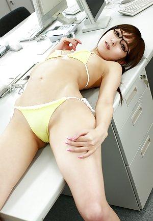 Asian Girls in Glasses Pics