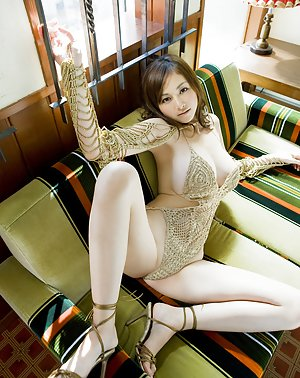 Asian Girls on High Hells Pics