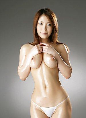 Asian Girls in Bikini Pics