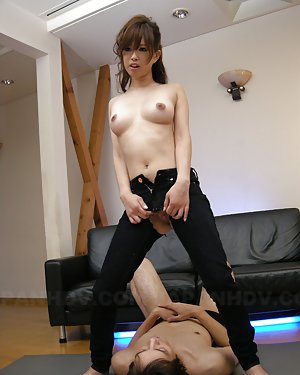 Asian Girls in Jeans Pics
